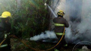 bomberos sofocaron un incendio en una chacra abandonada