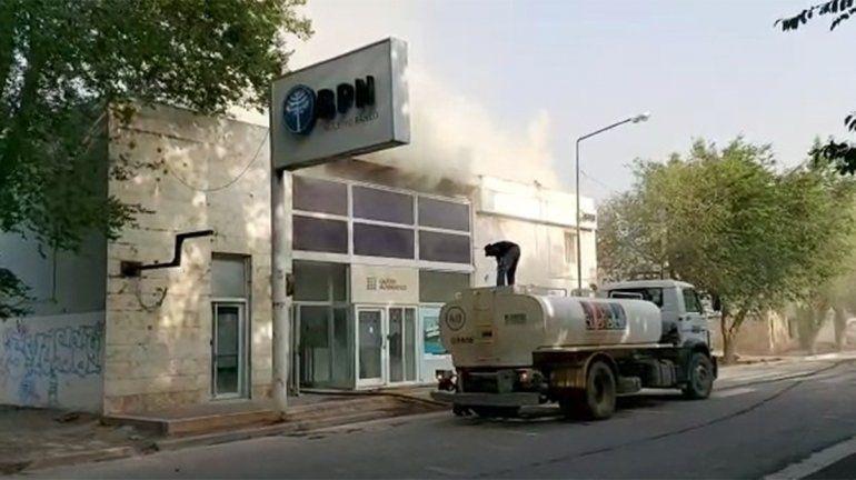Evacuaron la sucursal del BPN en Buta Ranquil por un incendio