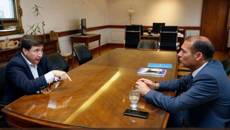 Gutiérrez firmó la implementación de la Tarjeta Alimentar con Arroyo