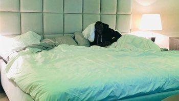 lukaku sorprendio con el tamano de su cama