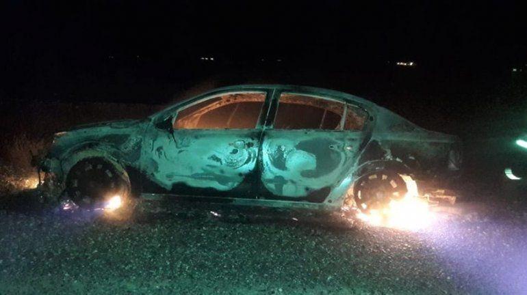 Un auto se quemó por completo en la Autovía Norte
