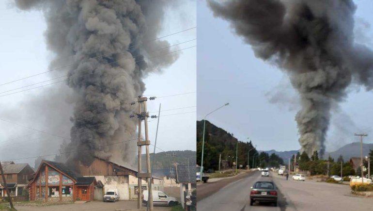 El fuego destruyó una distribuidora de alimentos en San Martín de los Andes