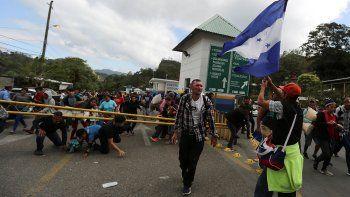 hondurenos quieren entrar a mexico y hay tension en la frontera