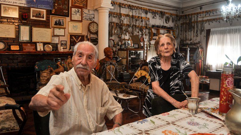 Mario y María, los entrañables abuelos que custodian la historia de los neuquinos