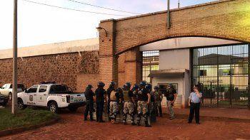 masiva fuga de una carcel preocupa a paraguay: 100 presos huyeron