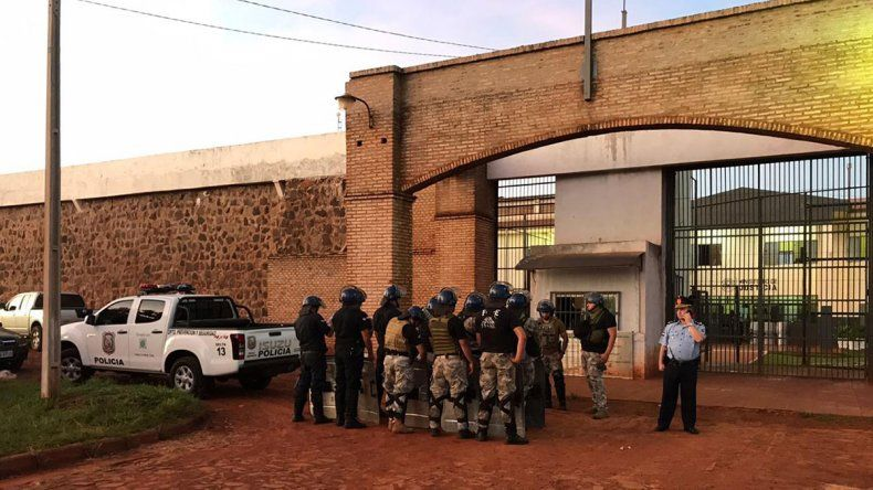 Masiva fuga de una cárcel atemoriza a Paraguay: 100 presos huyeron
