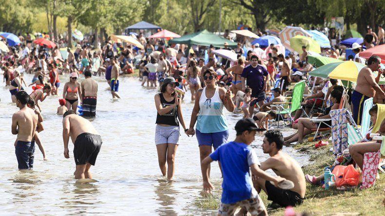 La temperatura rozó los 40°C y se coparon todos los balnearios