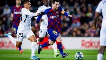 con un gol de messi, barcelona es puntero