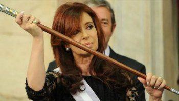 despues de 4 anos, cristina vuelve a ser presidenta y hay memes