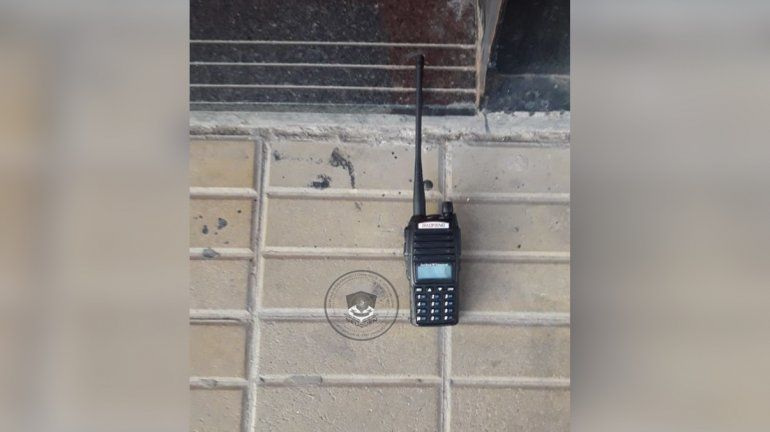 Atraparon a dos jóvenes en un intento de robo con un inhibidor de alarma