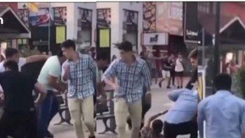 video: otra brutal pelea a la salida de un boliche