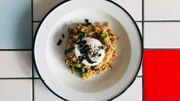 cocinar en casa, capitulo 6: arroz con semillas, algas y huevo poche