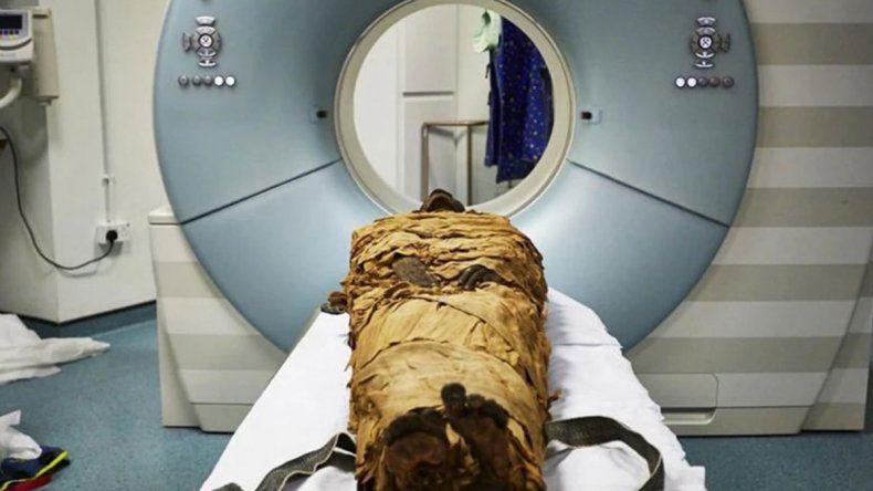 Científicos británicos hicieron hablar a una momia de Egipto