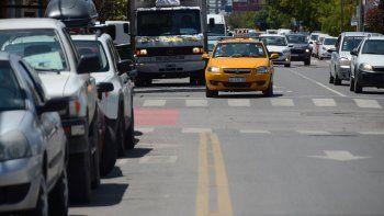 carriles exclusivos para colectivos, todavia en espera en el centro de la ciudad