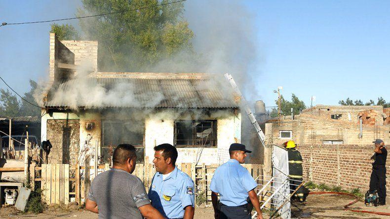 Murió una testigo del parricidio al quemarse su casa