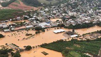 crece el impacto por lluvias en brasil: ya son 46 los muertos