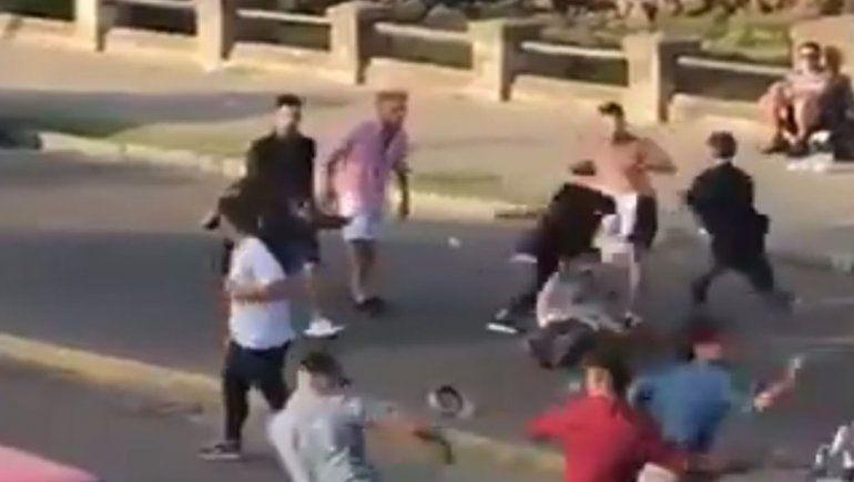 Video: argentinos a las piñas en la costa uruguaya