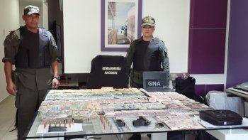 gendarmeria allano banda narco y hallo $791 mil y droga