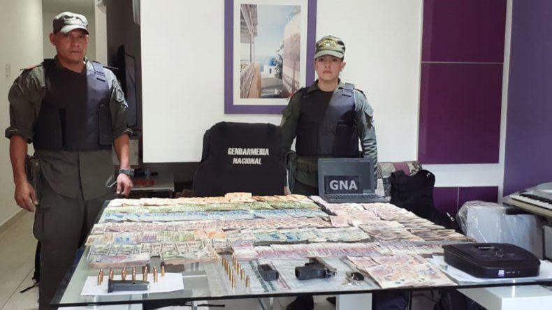 Gendarmería allanó banda narco y halló $791 mil y droga