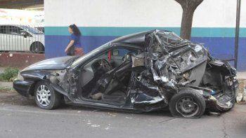 remis trucho choco con ocho pasajeros: hay tres muertos
