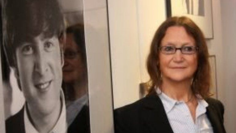 Hermana de Lennon le pegó duro a Yoko en sus memorias