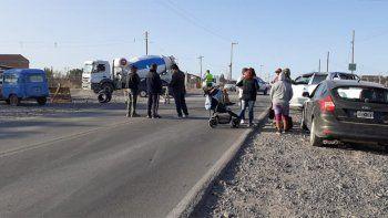 vecinos de asentamientos cortan calle por falta de agua