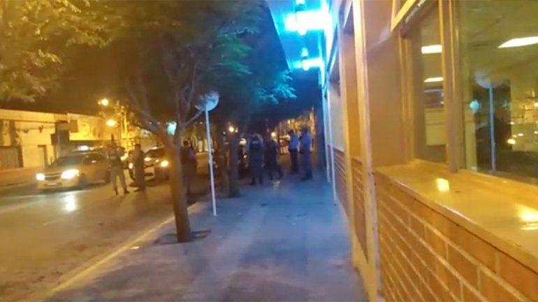 Madrugada violenta: por pelear en una cervercería terminó con sus amigos y la madre en la comisaría