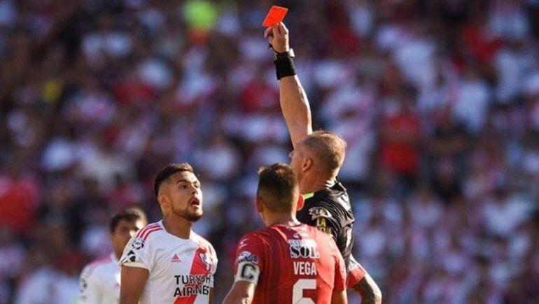 La tonta y rápida expulsión de Paulo Díaz y el enojo de Gallardo
