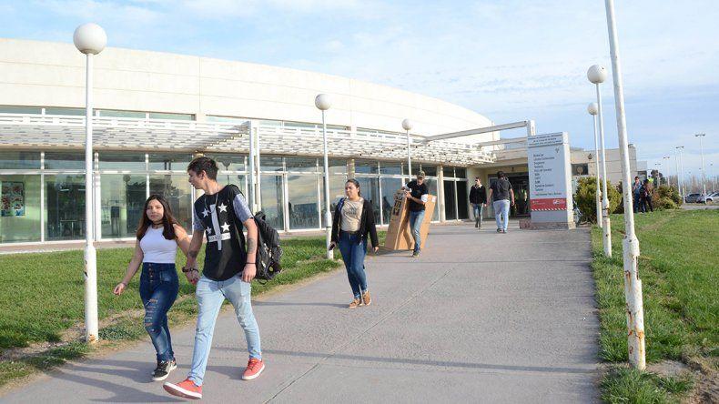 Andarán colectivos entre la ETON y el aeropuerto