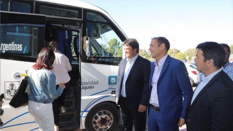Gaido y  Gutiérrez inauguraron l servicio de colectivos que conecta el Aeropuerto con ETON.