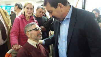 Sergio Víctor Palma recibe el apoyo de su mujer y de la gente que lo quiere.