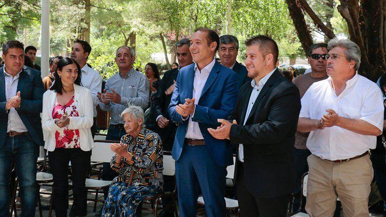 Omar Gutiérrez anunció la construcción de casas en El Huecú