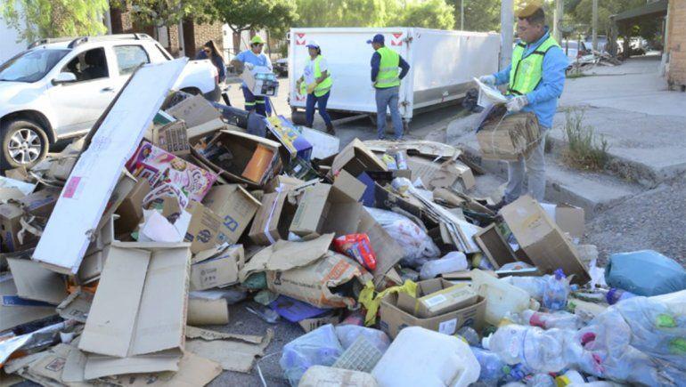 Operativo de limpieza en el barrio Villa Farrel
