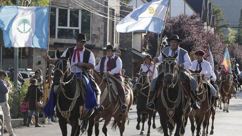 Desfile por los 122 años de San Martín