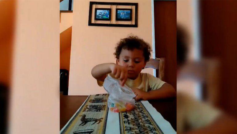 El tierno video en el que una joven puso a prueba a su primito