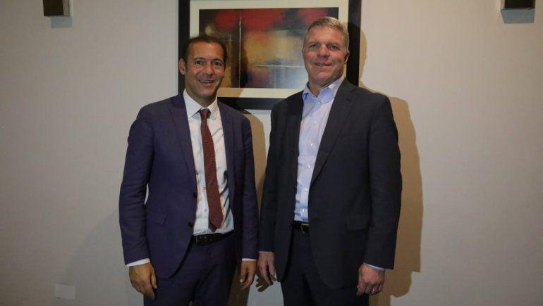 Gutiérrez se reunión con Glenn Scott de Exxon.