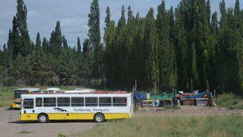 choferes de autobuses neuquen en alerta por los sueldos