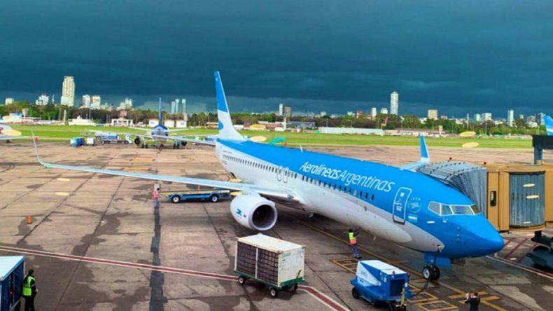 El mal tiempo complicó dos vuelos hacia Neuquén