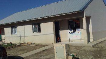 tres mujeres con sus cinco hijos ocuparon una vivienda