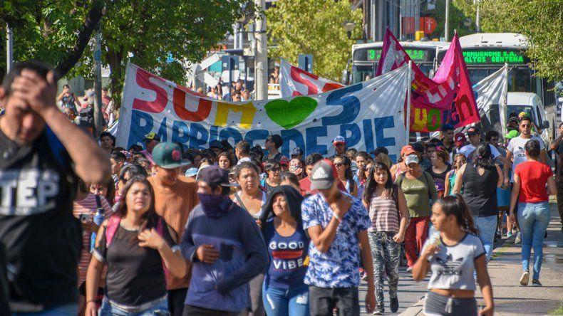 Organizaciones marcharon por el centro en reclamo contra el FMI