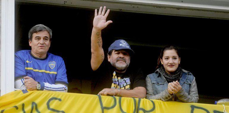 Maradona ensu palco de Boca. Dentro de poco vuelve a ese estadio como DT.