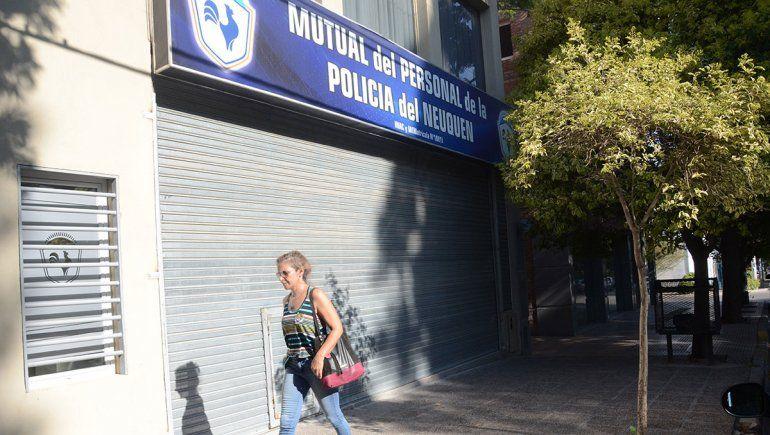Probation para ex policía por abusar de una empleada