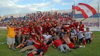 Panchito, de amarillo, durante la consagración del Rojo en la Copa Neuquén.