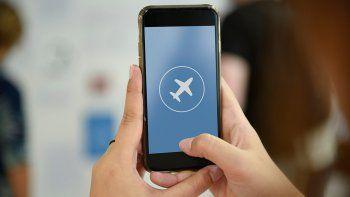 ¿por que se pone el celular en modo avion en el aire?