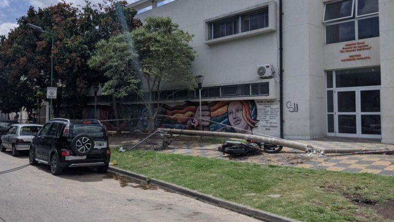 La Plata: cayó un poste y mató a un médico en la puerta del hospital