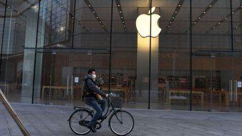 apple bajo la venta y la produccion de iphones