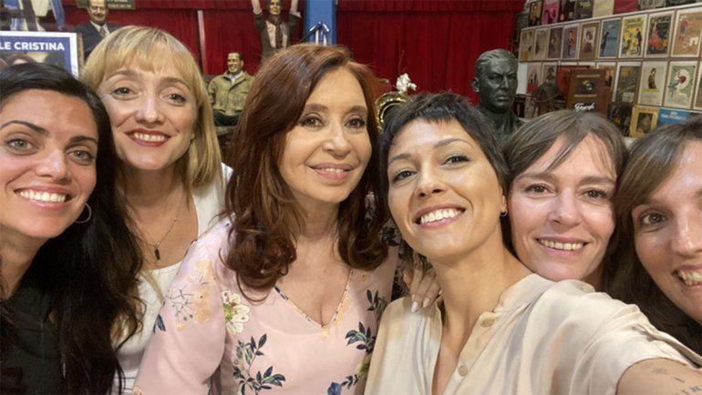 La dirigente de La Cámpora, Mayra Mendoza, compartió una foto con Cristina para saludarla por su cumpleaños.