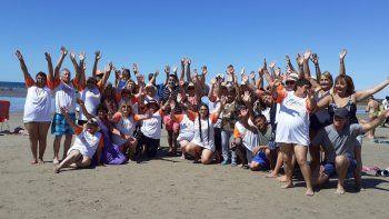 Ramón Rioseco compartió actividades con los abuelos de Cutral Co en Las Grutas.