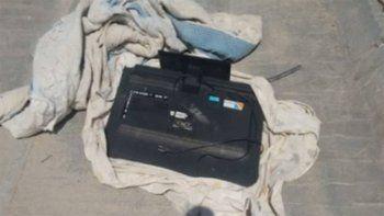 En el asalto, los delincuentes se llevaron un televisor LCD y un celular.