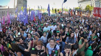 19f: una multitud reclamo frente al congreso por el aborto legal